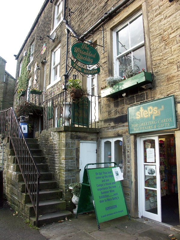 http://www.bootsandpaws.co.uk/pics/holmfirth/holmfirth6b.jpg